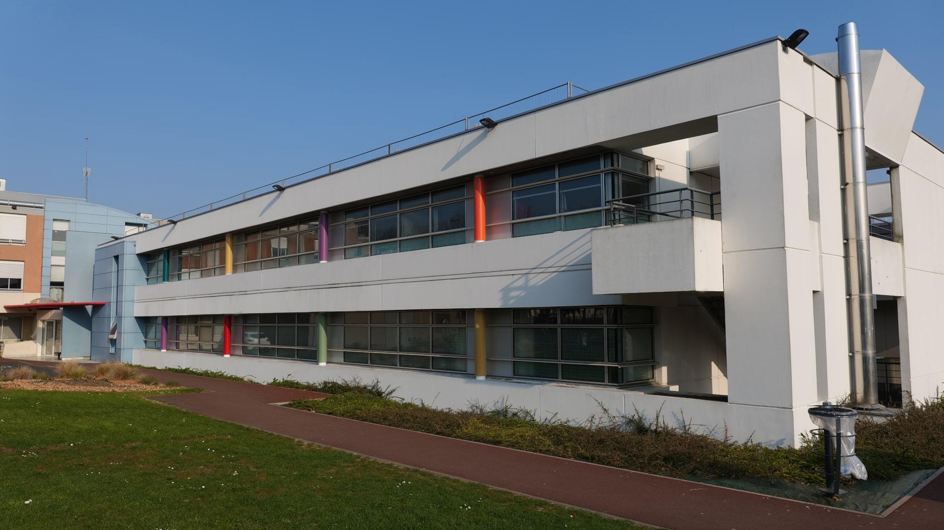 Le bâtiment de la clinique du Parc Saint-Lazare
